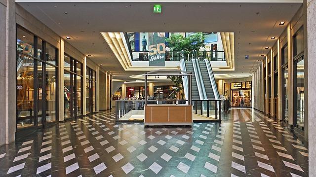 mall-3245949_640